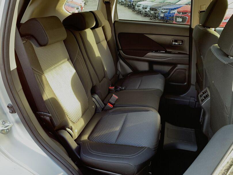 2020 Mitsubishi Outlander 13