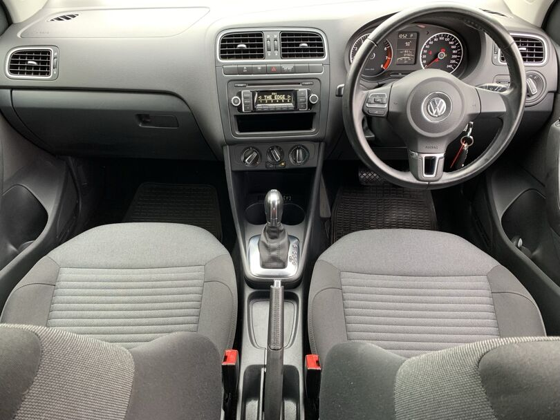 2012 Volkswagen Polo 10