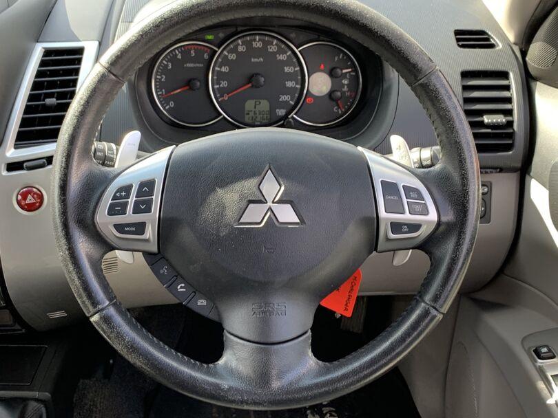 2015 Mitsubishi Challenger 8