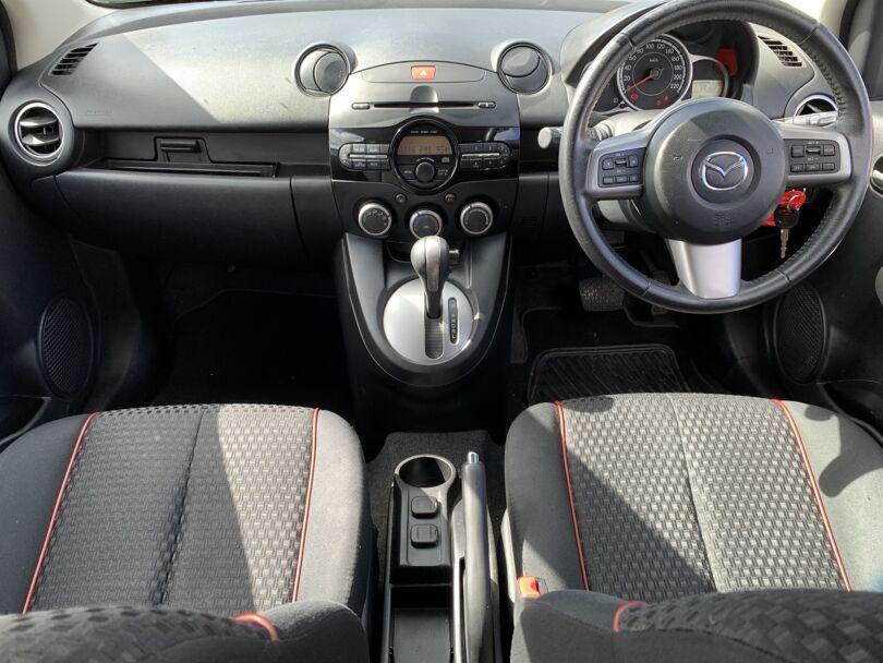 2014 Mazda 2 10