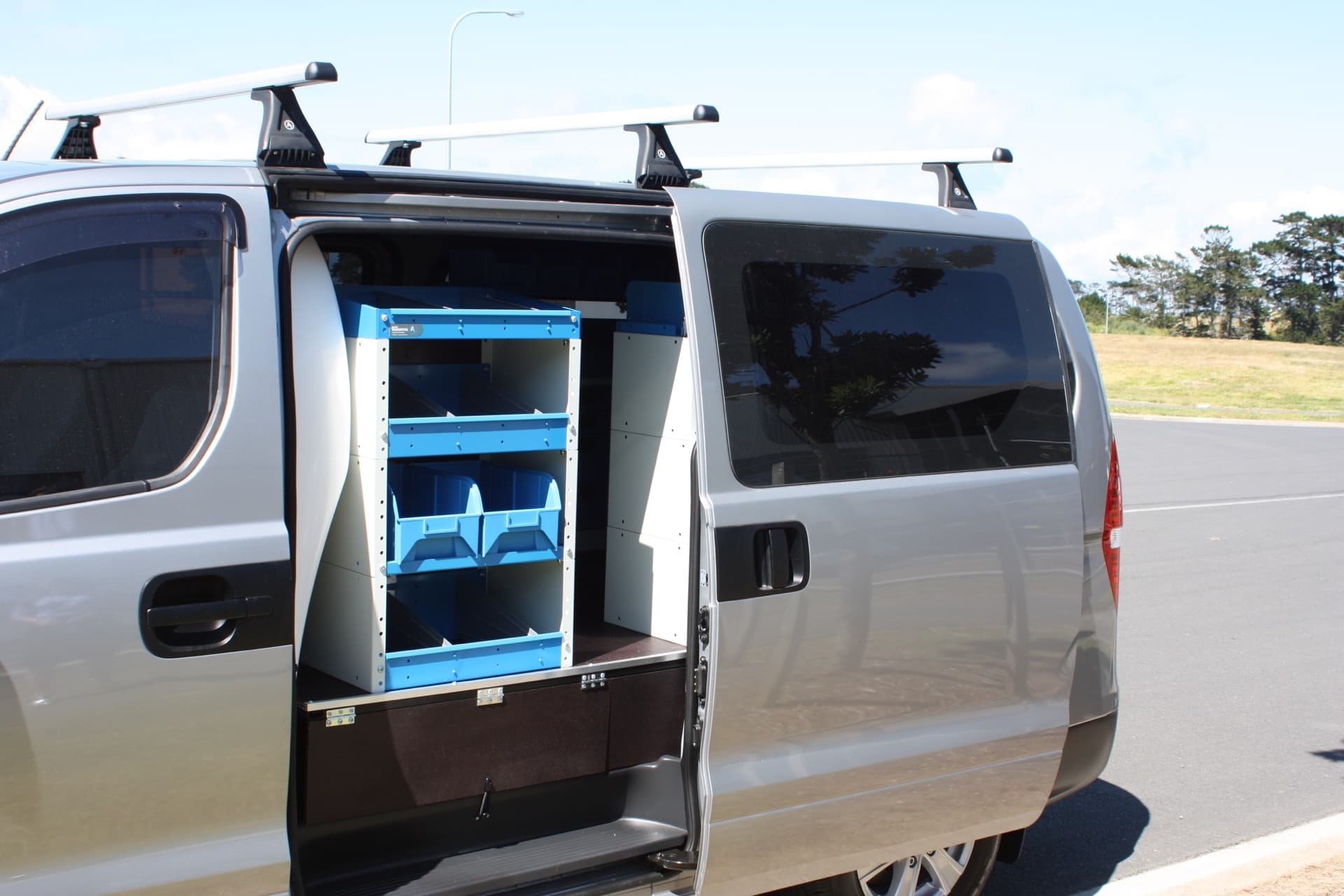 Commercial van fitout with modular set of drawers