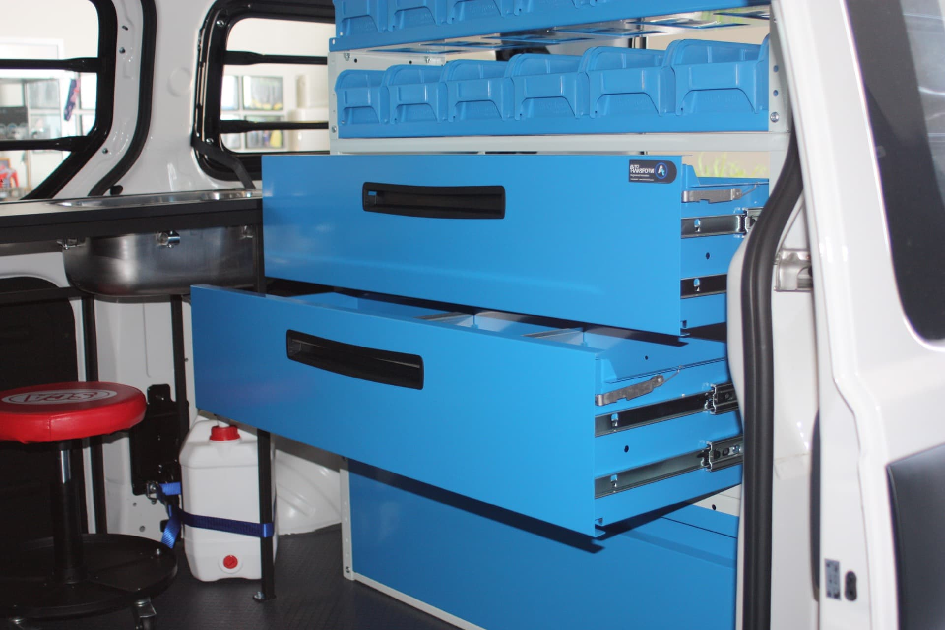 Large drawers for vehicle fitout