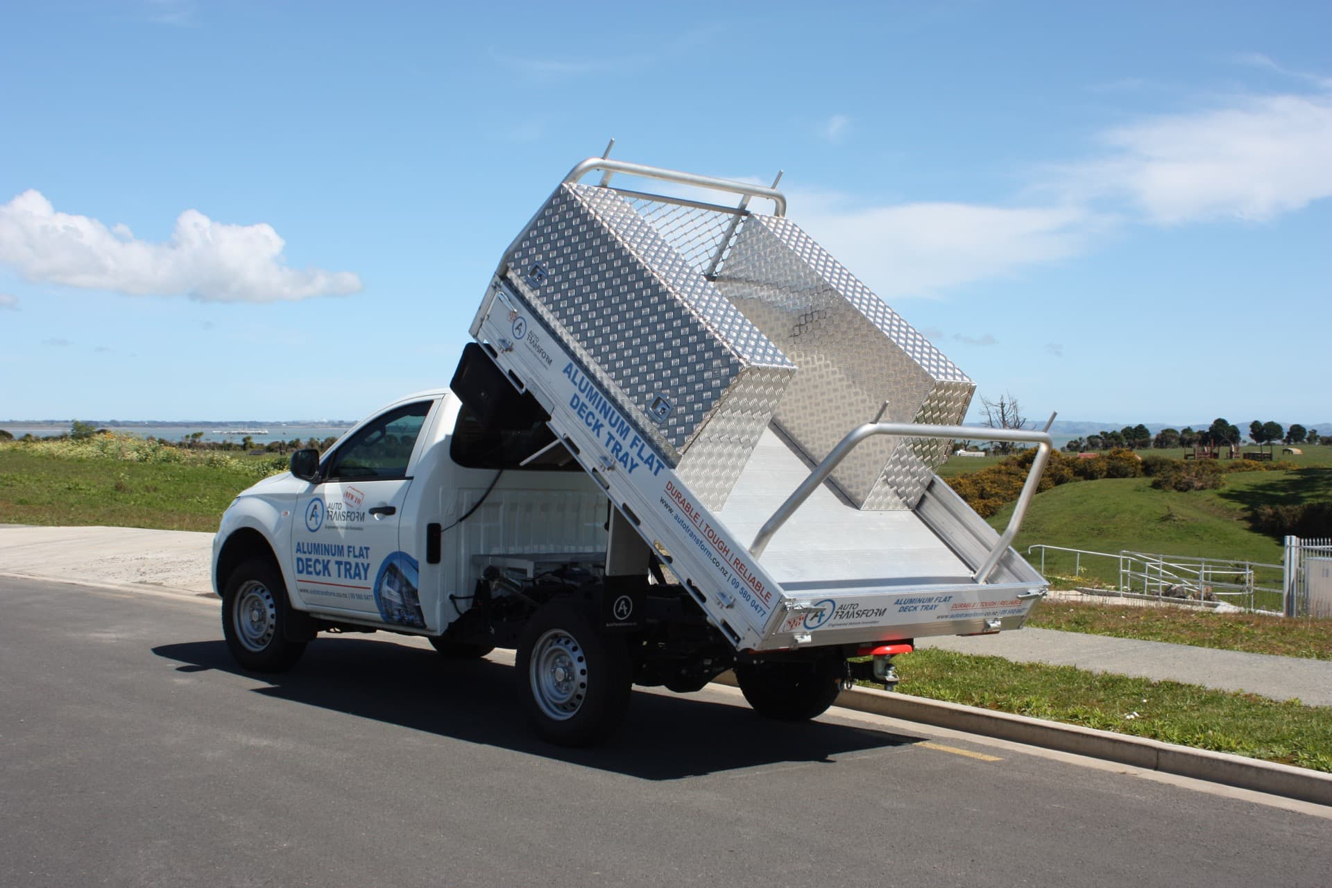 Tipper tray for ute