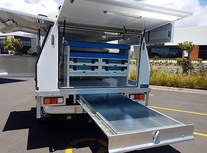 Underdeck aluminium tray for ute