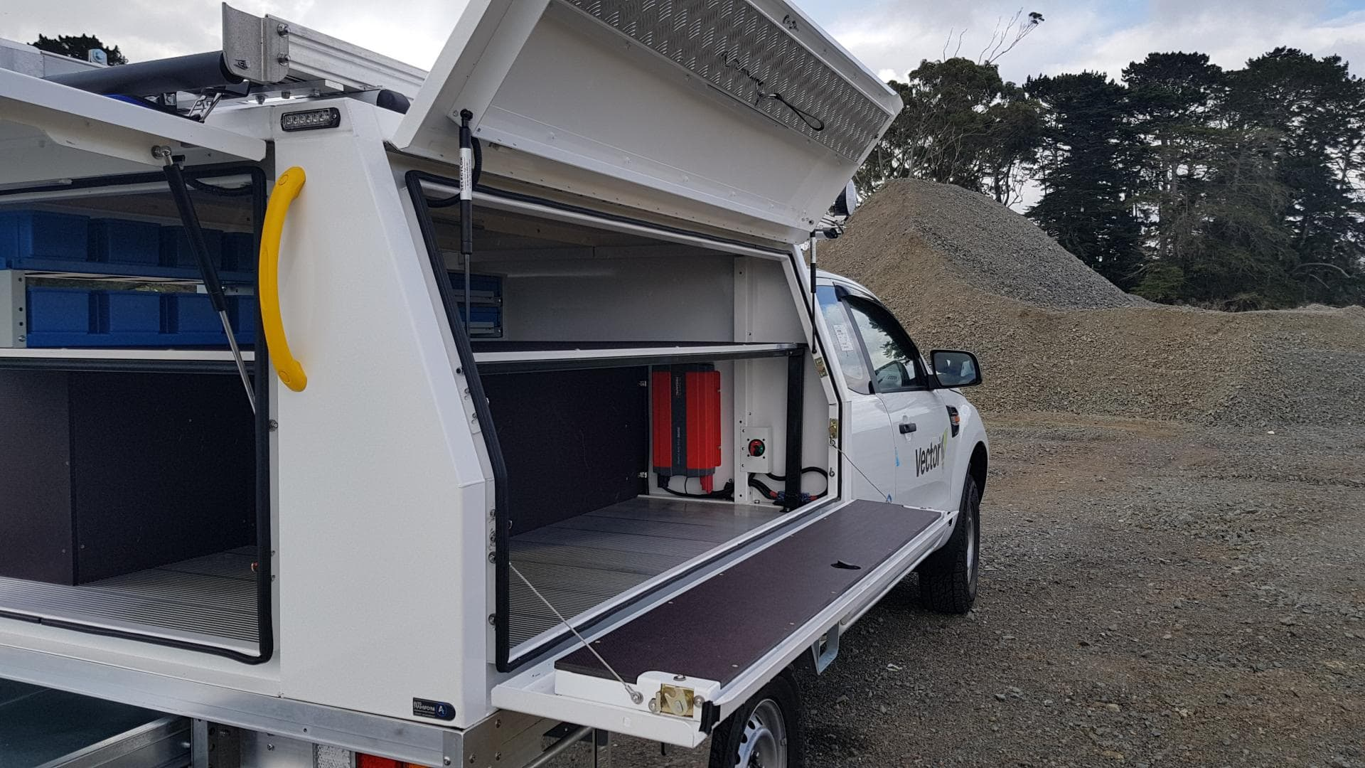 Ute service body for electricians