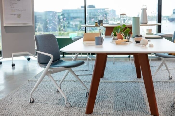 products bowi chair insitu