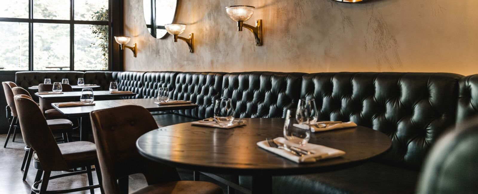 Sophisticated moody hues at New York Grill
