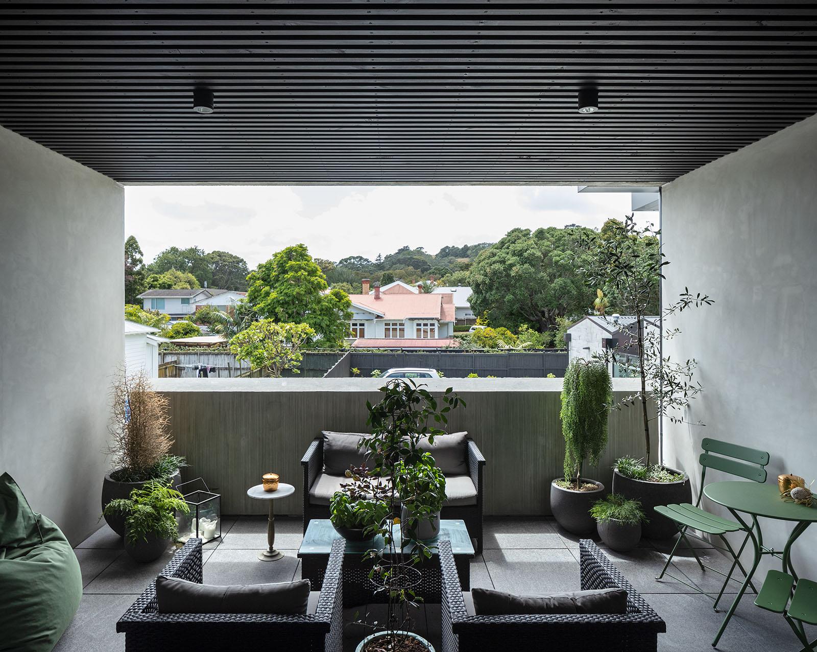 Manukau Road Balcony