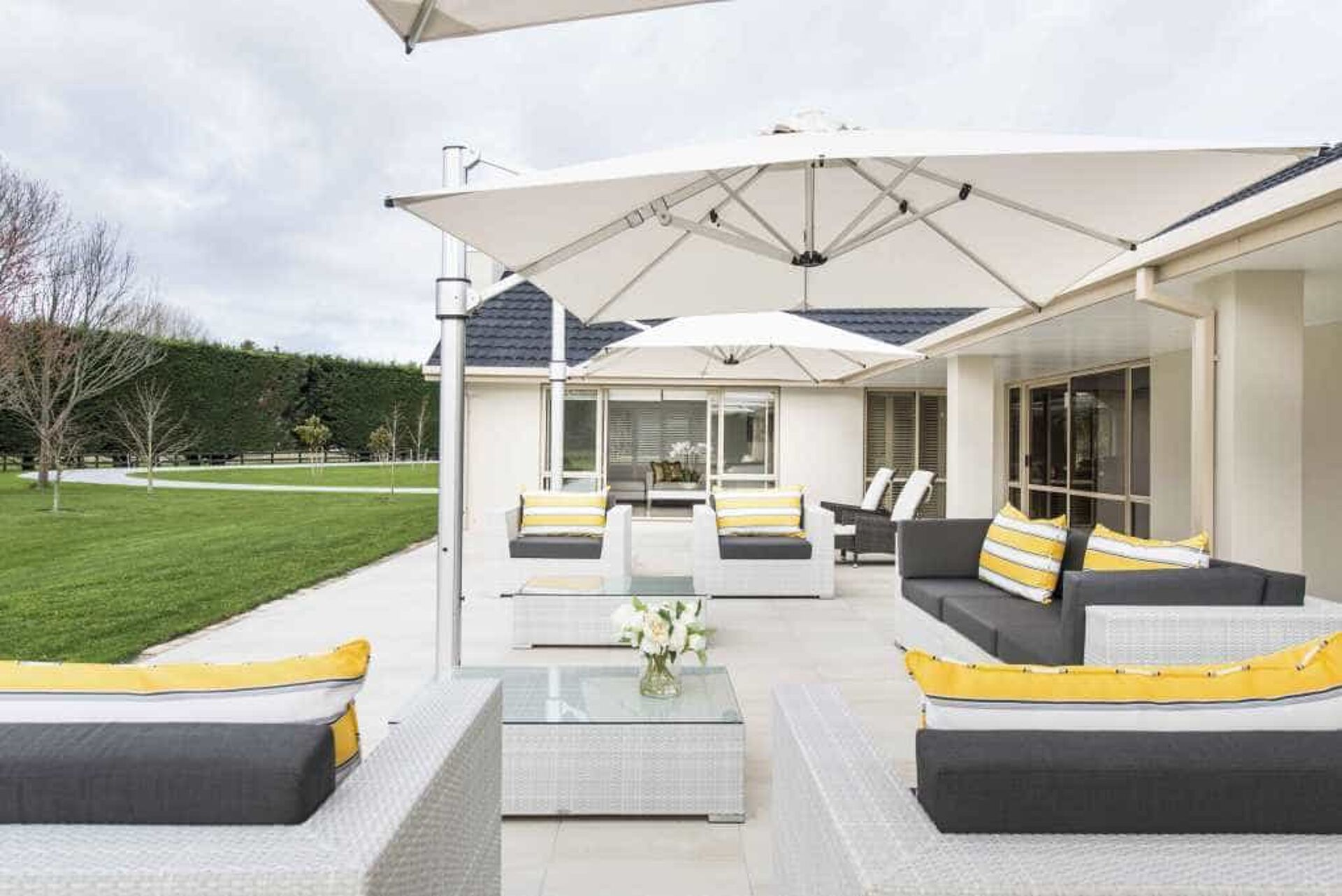 Outdoor Living Room using Large Cantilever Umbrella