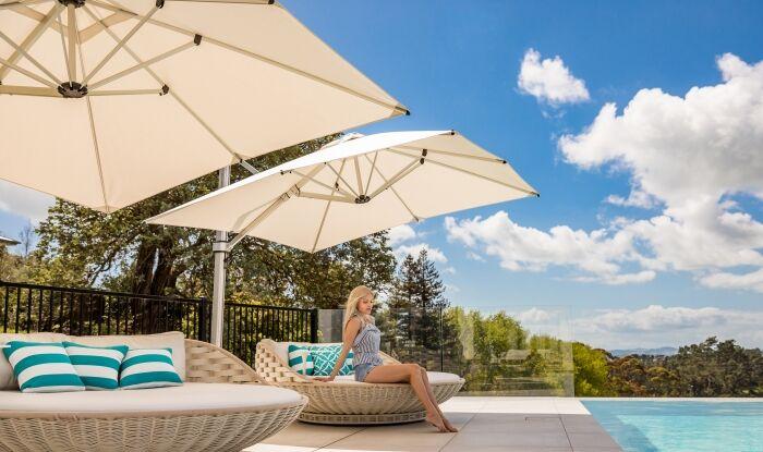 Riviera Square Cantilever Umbrella