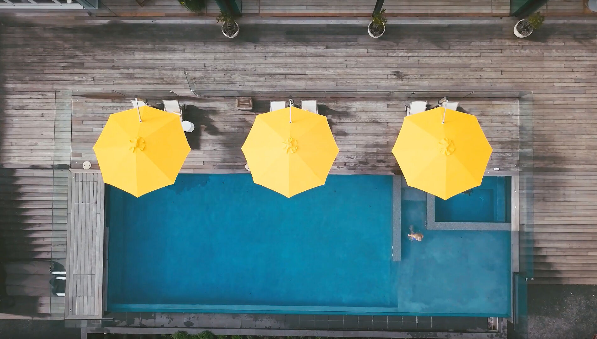 shade riviera cantilever umbrella aerial