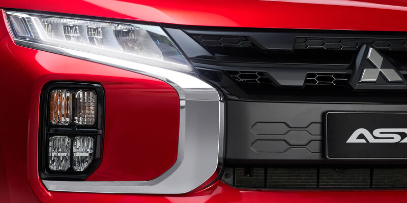 Bold lines. The most striking feature is the black grille which is framed by dynamic chrome accents.