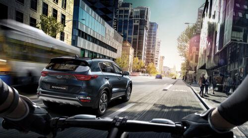kia sportage driving in city
