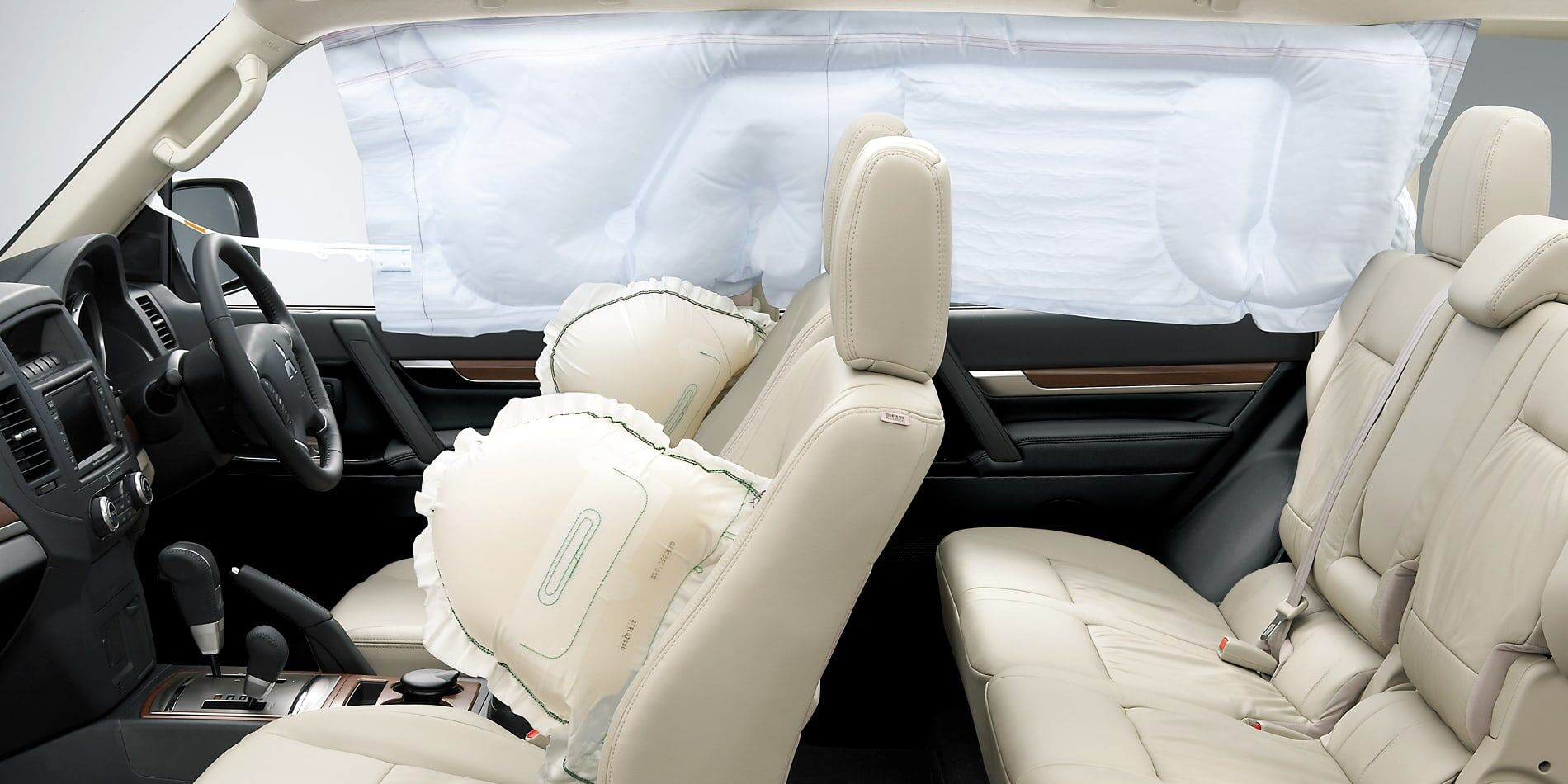 mitsubishi pajero airbag